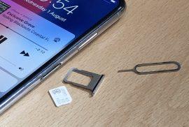 retirar o cartretirar o cartão SIMo SIM
